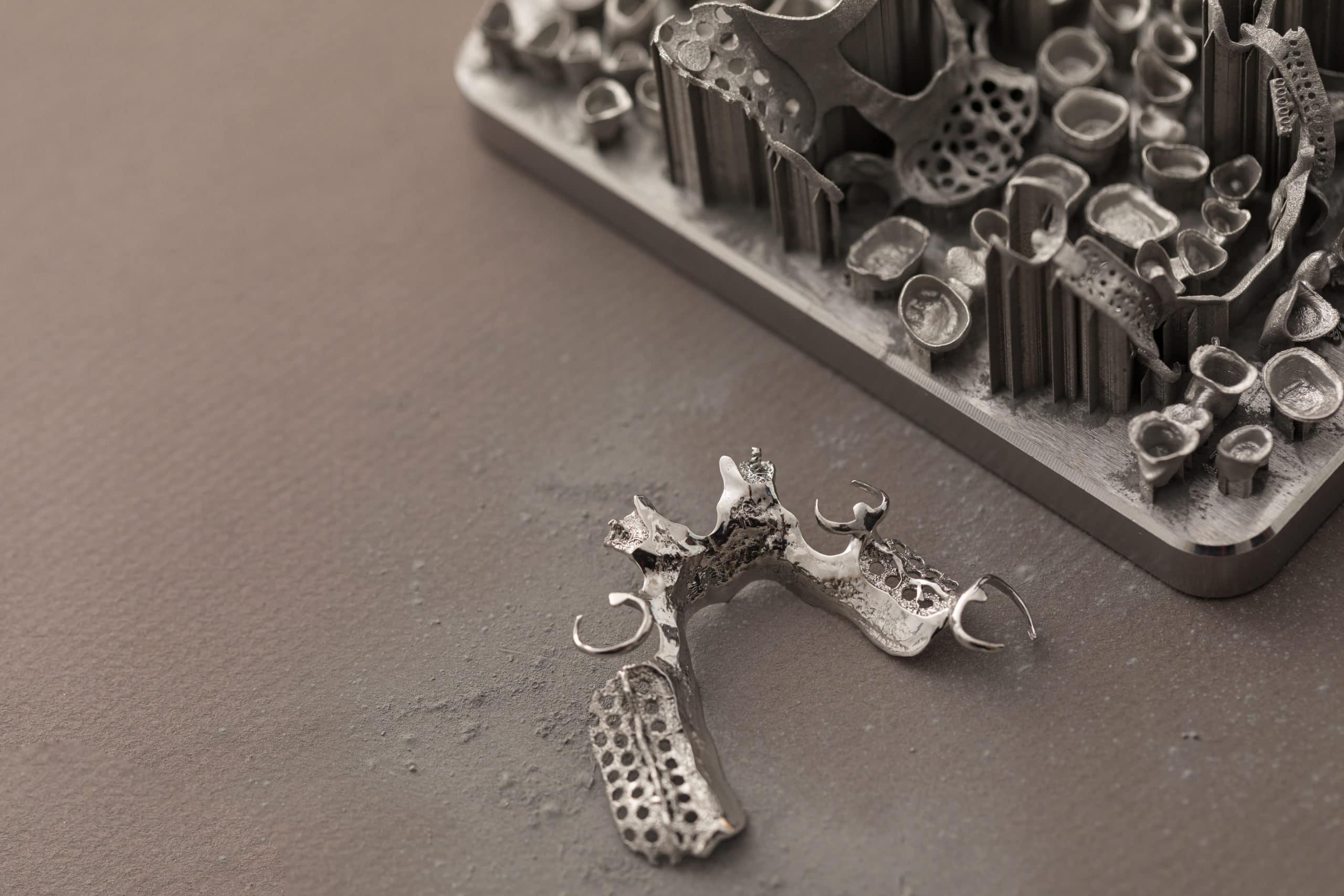 Découvrez la technologie de frittage laser au service de la précision chez Crown Ceram !